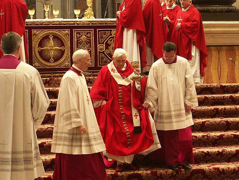 File:Papst Benedikt XVI., Pfingstmesse im Petersdom, 15. Mai 2005 2.jpg