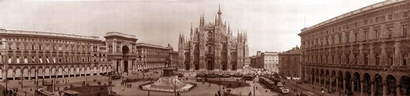 Piazza and cathedral milan italy 1909.jpg