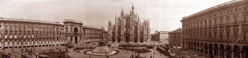 ファイル:Piazza and cathedral milan italy 1909.jpg