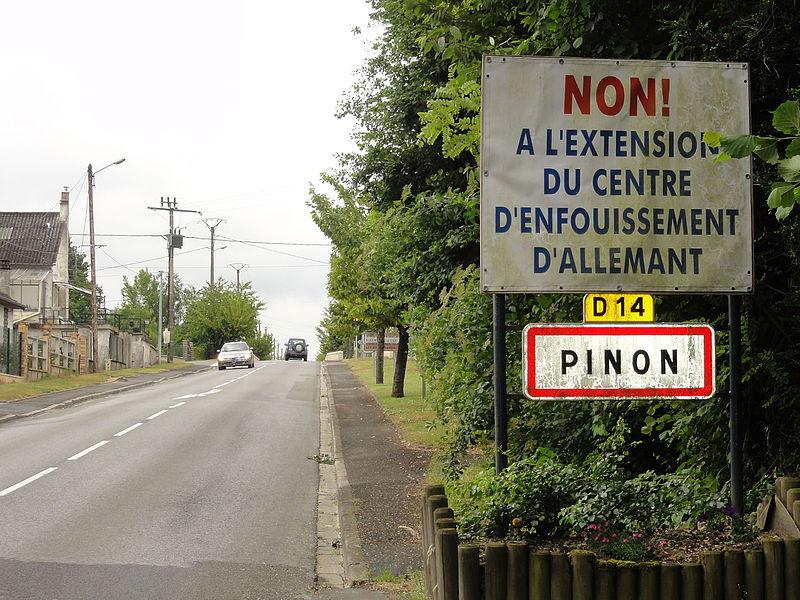 Pinon (Aisne) city limit sign