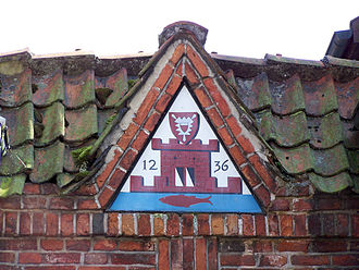 Plön - Old coat of arms at the gate from Lange Straße to the castle