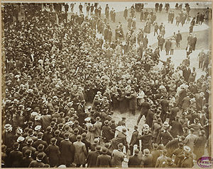 1906 World Series - After game 1, Fans rush the field and police protect Nick Altrock