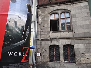 Immagine Poster for World War Z with War-Damaged Facade - Eastern Berlin - Germany (9153012761).jpg.