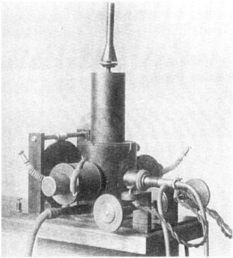 Arc converter - Poulsen's first arc converter, from 1903
