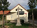Praha, Sobín, Hostivická ulice, kříž.jpg