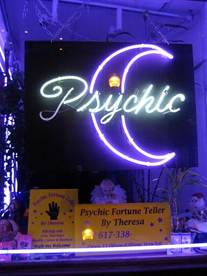 English: Storefront Psychic fortuneteller in D...