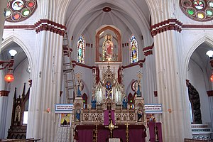 Basilica of the Sacred Heart of Jesus, Pondicherry - Image: Puducherry Church of the Sacred Heart interior