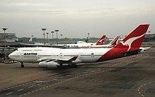 Qantas Boeing 747-400, VH-OJH, PEKAS por ŭeb.jpg