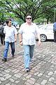 Rishi Kapoor at Dara Singh's funeral 06.jpg