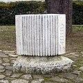 Roč, Hrvatska, skulptura harmonike (20070107-0863).jpg