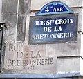 Rue Ste-Croix de la Bretonnerie plaques de rue.jpg