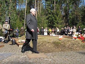 Ryszard Kaczorowski - Kaczorowski at the Katyn war cemetery, 2009