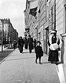 Sétáló emberek, Attila út, 1912. Fortepan 55728.jpg