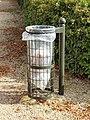 Saint-Hilaire-Saint-Mesmin-FR-45-poubelle-01.jpg