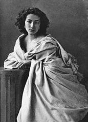 Portrait photograph of Sarah Bernhardt