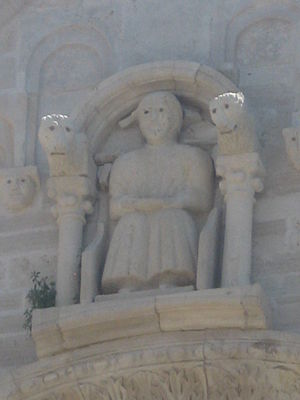 Robert III of Loritello - The statue of il Sedente (the sitting one) on Ruvo Cathedral may depict its founder, Robert of Loritello.