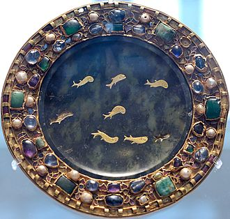 Hardstone carving - Dish of serpentine with inlaid gold fish, 1st century BCE or CE, with 9th-century mounts