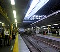 ShimbashiStation-platform-JR-Yamanoteline-platform5-aug20-2015.jpg