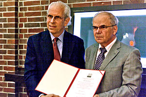 Stephen Shore - Shore receiving Deutsche Gesellschaft für Photographie's Cultural Award, with Prof. Dr. Nickel (Chairman of DGPh)