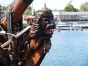 Shtandart' bow Tallinn 29 May 2012.JPG