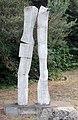 Skulptur Robert-Rössle-Str 10 (Buch) Es ist so schön neben dir zu stehen&Hella Horstmeier&2006.jpg