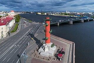 Colonnes rostrales (Saint-Pétersbourg)
