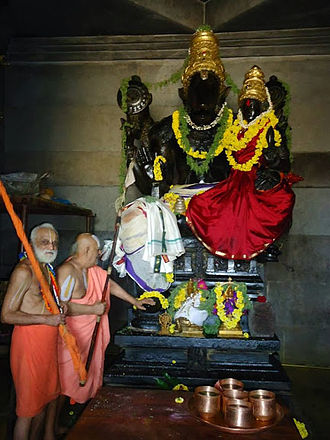 Hayagriva - Srimad Andavan and Sri Parakala Jeeyar in front of Sri Laxmi Hayagriva of Parakala Mutt