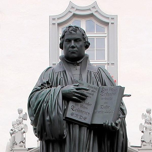 File:Statue Marktplatz (Wittenberg) Martin Luther (zweite Bearbeitung).jpg