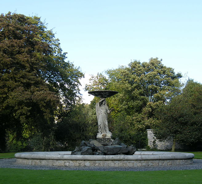 File:Statue in Iveagh Gardens.jpg