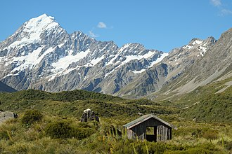 Hooker Valley Track - Image: Stocking Stream Shelter in Hooker Valley in front of Aoraki Mount Cook Range