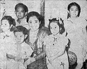 Guruh Sukarnoputra - Guruh (center-left) as a child, with his mother Fatmawati and siblings