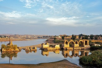 Remains of the Band-e Kaisar dam, built by the Romans in the 3rd century AD Sushtar Bridge.jpg
