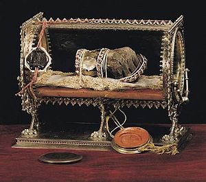 "History of Christianity in Hungary - The ""Holy Dexter"": the mummified right hand of Stephen I who was canonized in 1083"