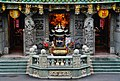 Taipeh Guandu Temple Vorplatz 3.jpg