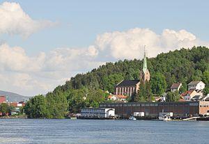 Åskollen - Image: Tangen kirke, Drammen 6064 crop 2014 05 26 jpfagerback