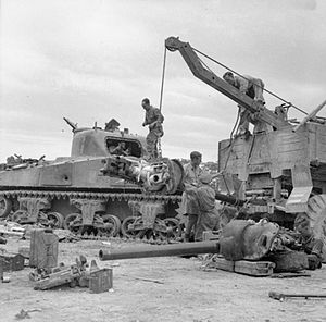 75 mm Gun M2/M3/M6 - Two M3s during Sherman tank repair in 26th British Armoured Brigade workshops in Perugia, Italy, 30 June 1944