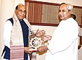 The Chief Minister of Odisha, Shri Naveen Patnaik presenting the memento to the Union Home Minister, Shri Rajnath Singh, in Bhubaneswar on February 19, 2016.jpg