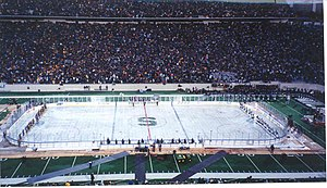 2001 : Ice War Sets World Record Attendance