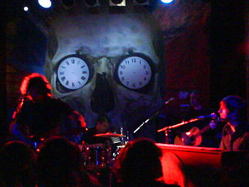 English: The Hours live in 2007.