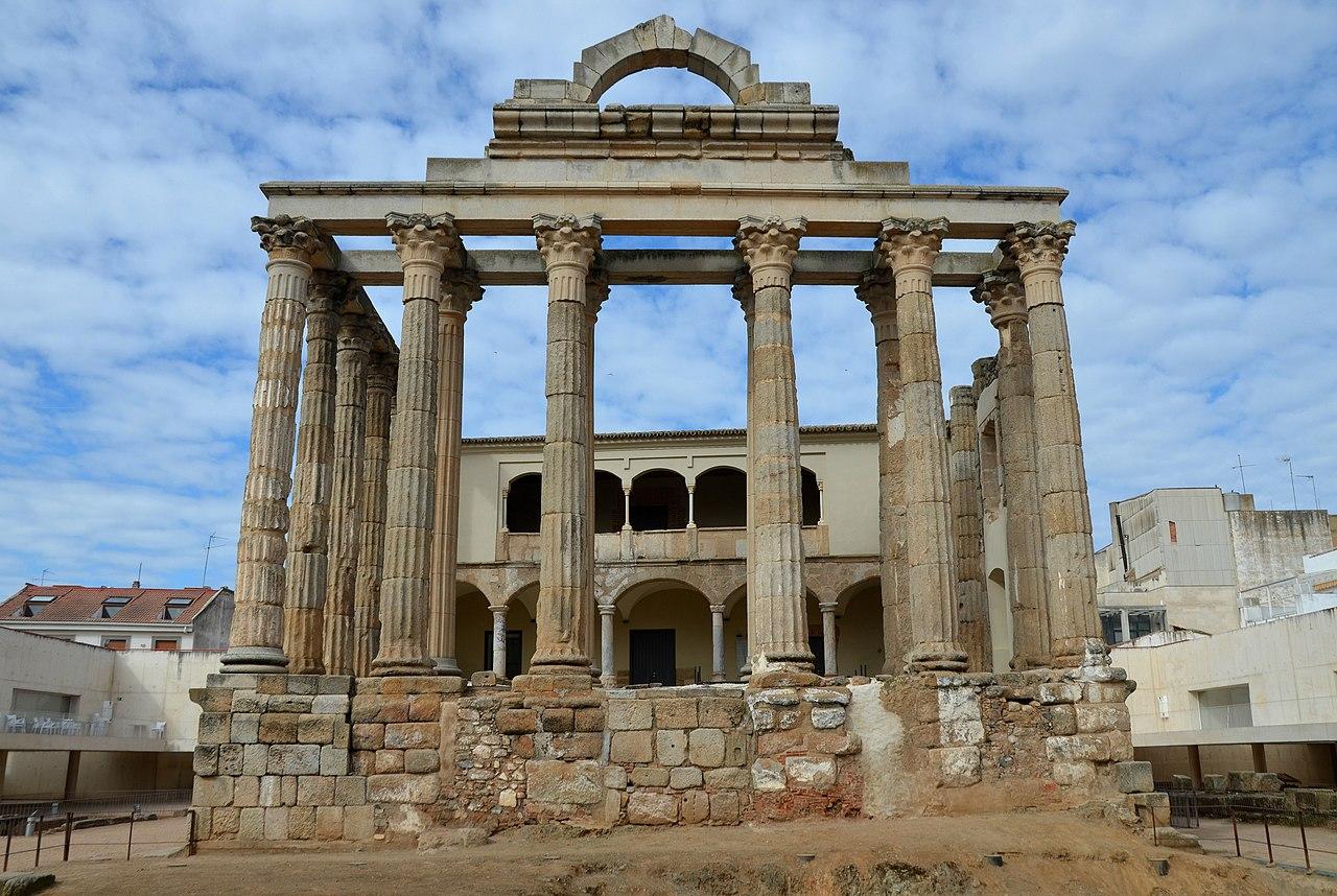 The so-called Temple of Diana, Emerita Augusta (40302423280).jpg