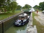 Thugny-Trugny, Canal des Ardennes écluse nr 8 (03 bateau en écluse eau montante).JPG