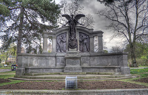 Titanic Engineers Memorial Southampton.jpg
