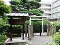 Tomb of Prince Yoshiyori.jpg