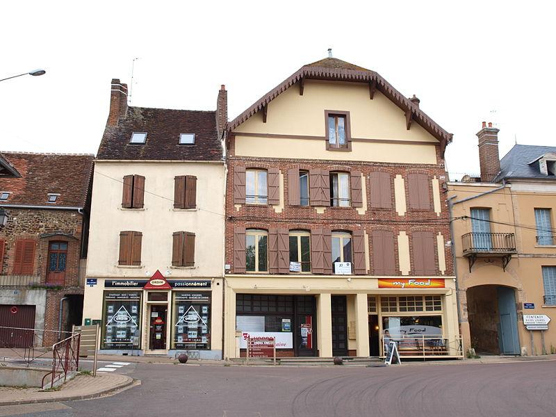 Dans les rues de Toucy (Yonne, France)