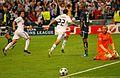 Tras el gol (5593701630).jpg