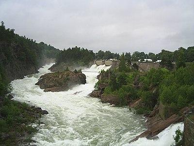 Fallen vid Trollhättan när alla dammluckor är öppna