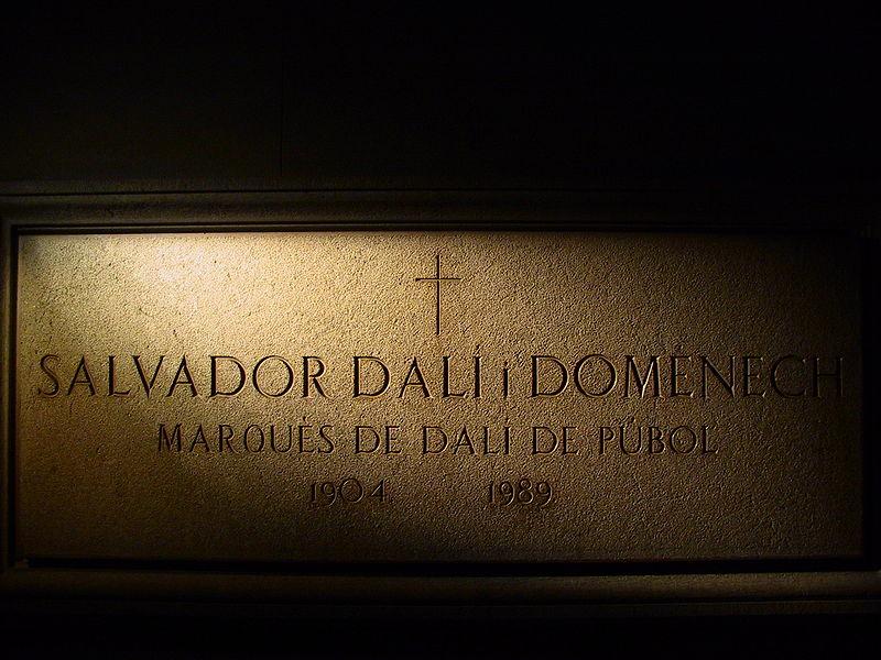 Imagen:Tumba Dalí.jpg