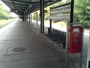 Kienberg (Gärten der Welt) (Berlin U-Bahn) - Platform view