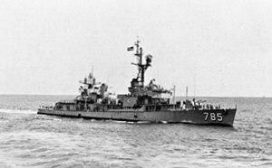 USS Henderson (DD-785) underway 1971