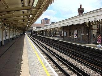 Upton Park tube station - Image: Upton Park tube station 4